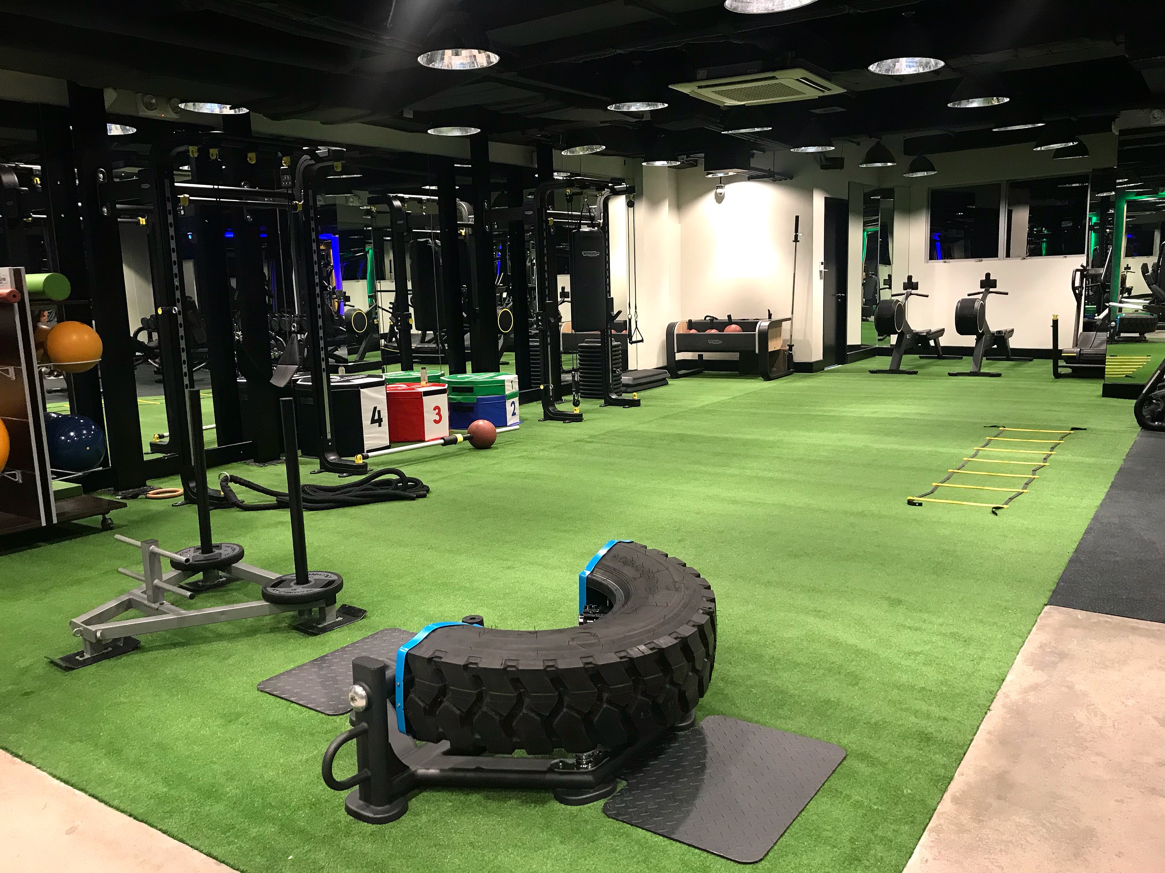 Rockwell Atletica also has a matted area for circuit training. Not bad, right??