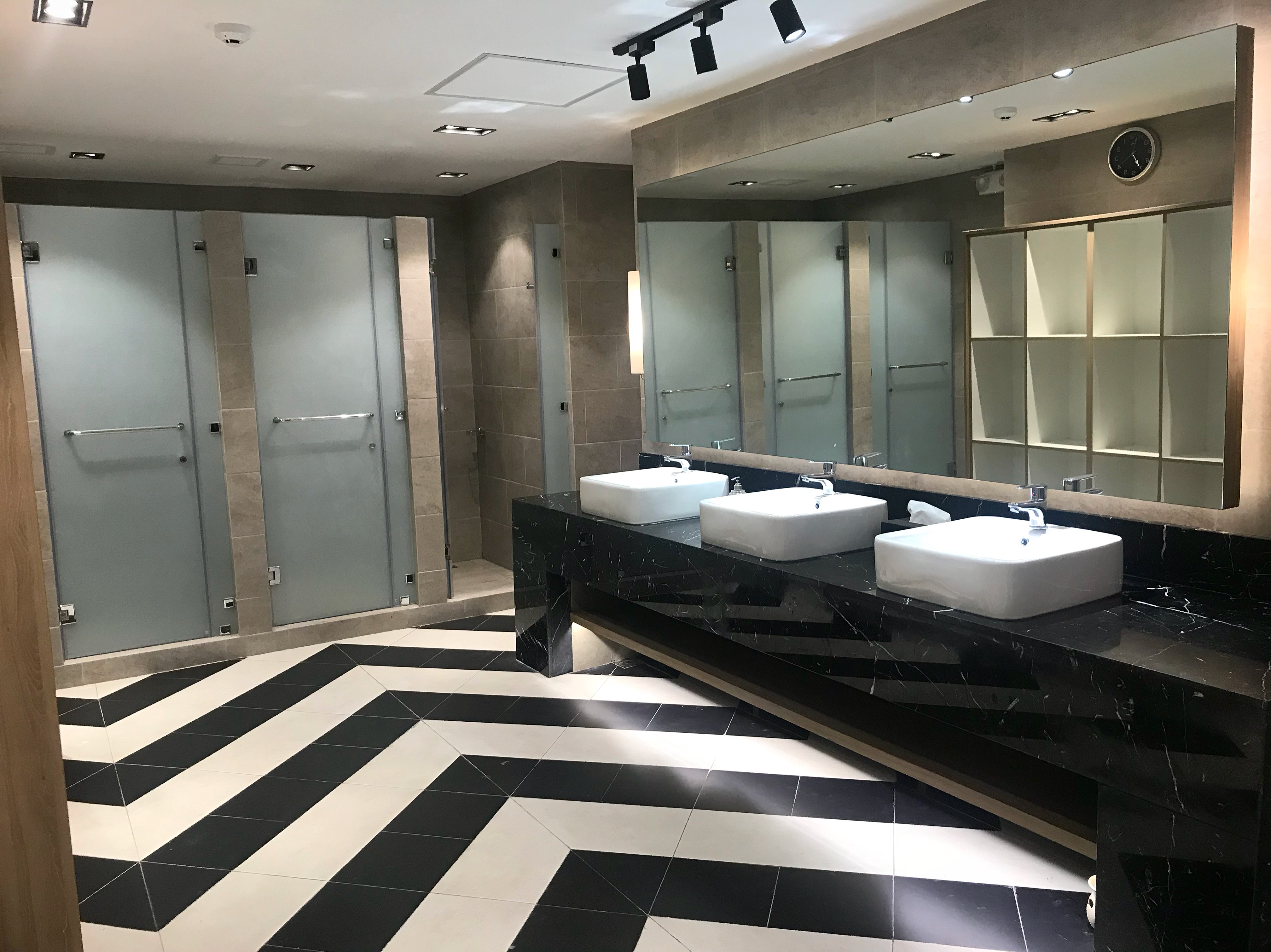Not your average men's lockers room ---- so clean!